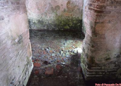 La vasca per il l battesimo nel Battistero paleocristiano di San Giovanni in Fonte, Padula