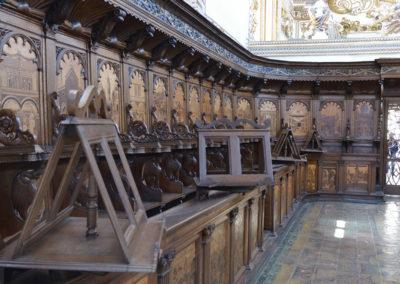 Le sedute in legno nella chiesa della Certosa di san Lorenzo a Padula
