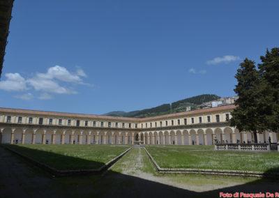 Il chiostro maggiore di 12.000 mq. della Certosa di San lorenzo a Padula