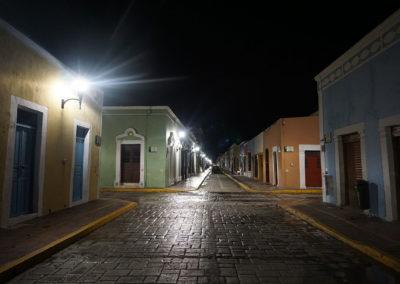 Calle-Campeche-di-notte - Diario di viaggio in Messico