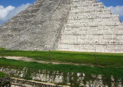 Chichen Itza Piramide di Kukulkan con-iguana - Diario di viaggio in Messico