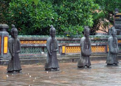 Le-statue-al-Tombe-Imperiali-di-Tu-Duc---Huè