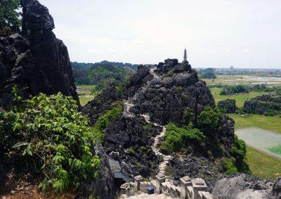 Pagoda-superiore-del-tempio-di-Hang-Mua---Ninh-Binh-ed-i-400-gradini