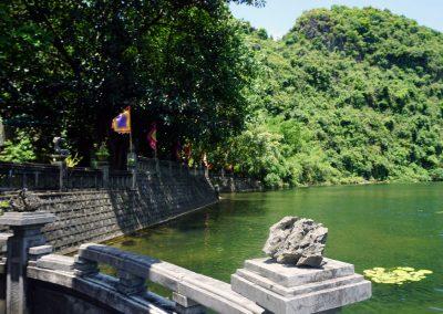 Tempio-Phu-Kong--Trang-an.--veduta-dal-ponte
