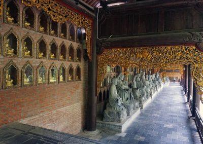 orridoio-lungo-3-km-per-lato-con-statue-di-Arhat---Bai-Dinh-Pagoda