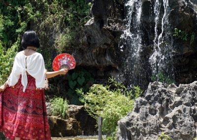 parco-Mua-Caves-(Hang-Mua)--Ninh-Binh---signora-con-ventaglio