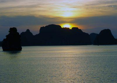 tramonto--Bai-Tu-Long-Bay