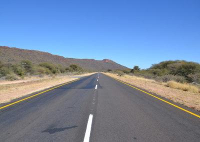 Strada in prossimità del Waterberg - Diario di viaggio in Namibia