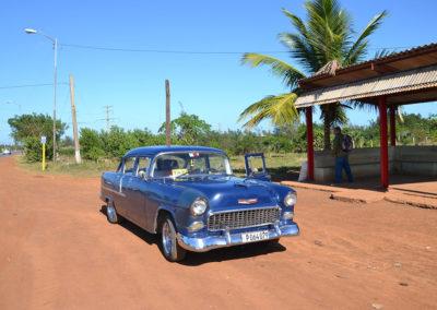 Pontiac blu lungo l'Autopista Nacional - Diario di viaggio a Cuba