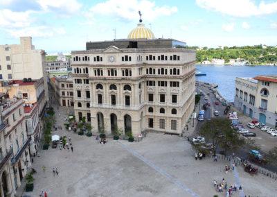 Panorama-dalla Basilica de San Francisco de Asis sulla Plaza-de San francisco, sull'edificio de la Lonja del Comercio e sul mare - Diario di viaggio a Cuba