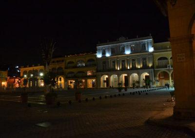 -La sera Plaza Vieja, L'Avana - Diario di viaggio a Cuba