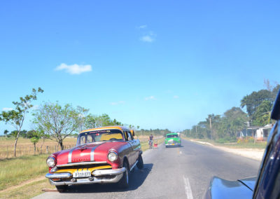 Strada di Cuba con auto anni '50 - Diario di viaggio a Cuba