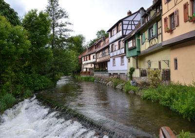 Case a graticcio sul fiume Weiss dal-ponte fortificato, Kaysersberg - Diario di viaggio in Alsazia